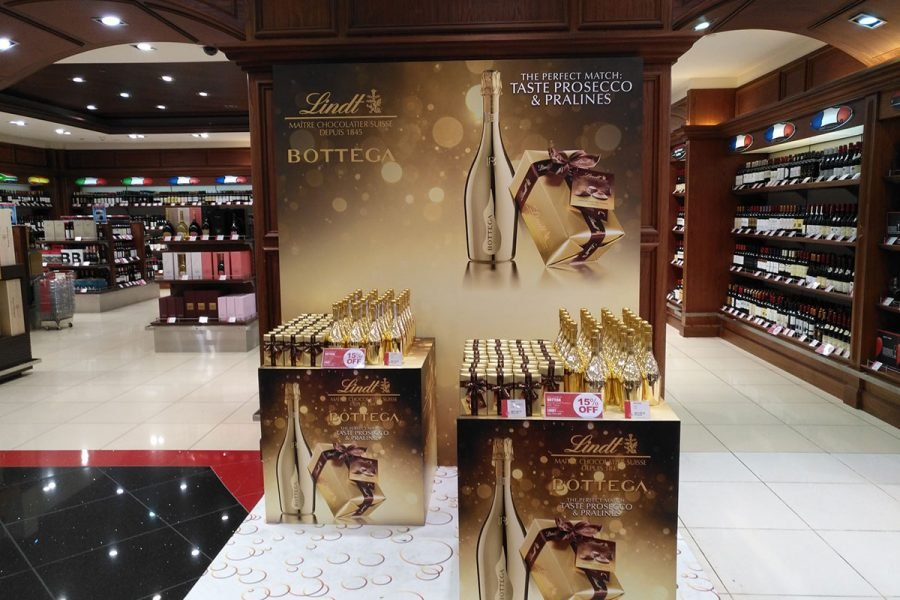 Dubai-Airport---with-Lindt---2018